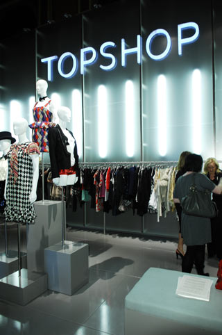 Topshop Money-Saving Hints and Tips Topshop Student Discount Look your best in your lectures, feel fabulous on a night out, and snap up a cosy hoodie for those late-night library sessions with Topshop's Student Discount.